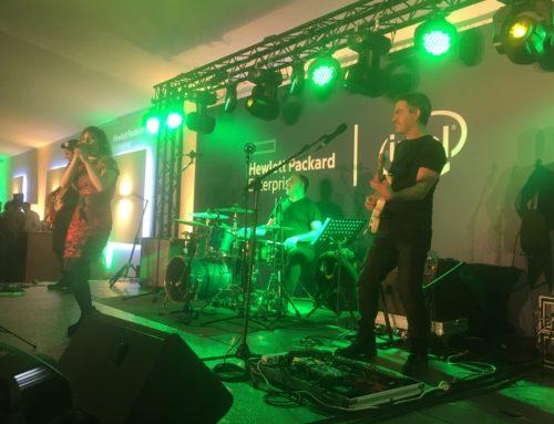 La banda Iberia Music de Dancem toca para Intel