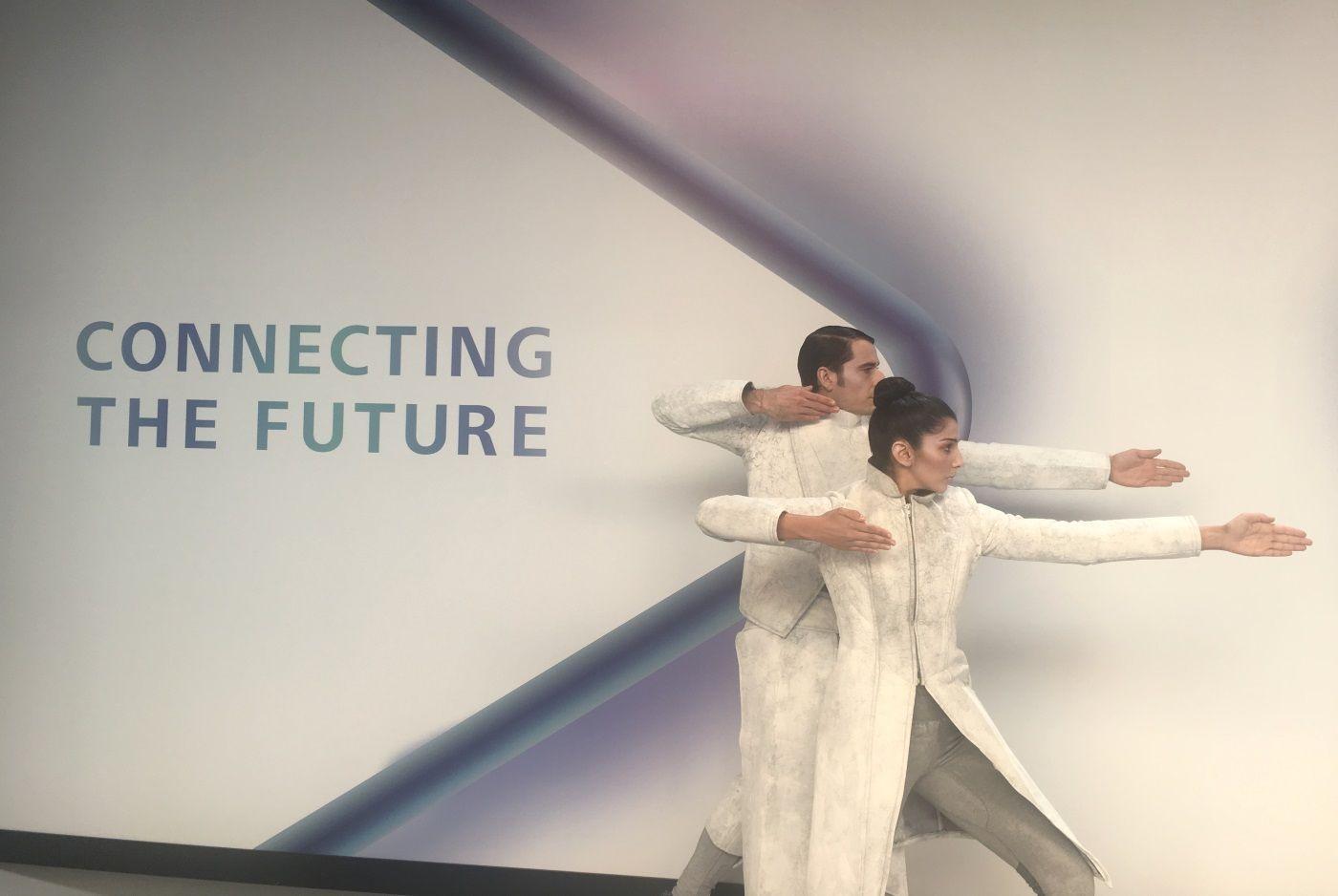 Presentación del Huawei Mate X de mano de Dancem Espectáculos en MWC 2019